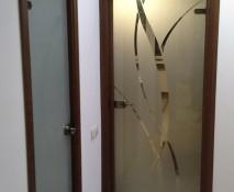 dveri_raspashnye_steklyannye_11.jpg