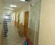 dveri_raspashnye_steklyannye_23.jpg