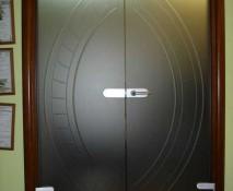 dveri_raspashnye_steklyannye_41.jpg