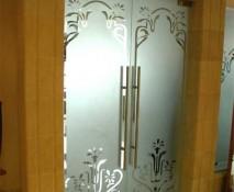 dveri_raspashnye_steklyannye_91.jpg